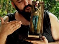 Rubel cria figura artesanal de Renato Russo