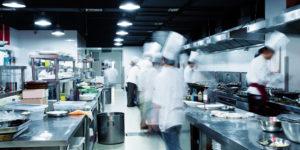 Como funciona uma cozinha profissional