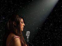 Atriz e cantora RenataPeron homenageia Elis Regina no projeto Canto Para As Estrelas