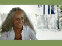 FEVEREIROS – DOCUMENTÁRIO SOBRE OS BASTIDORES DE UMA DAS GRANDES HOMENAGENS DA VIDA DE MARIA BETHÂNIA