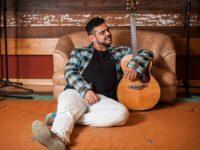 Hélio Azáro: Artista leva canções de grandes nomes da MPB ao West Shopping