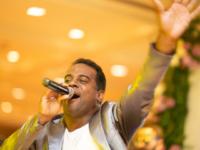 IRAN SANTANA: Um cantor multifacetado e eclético
