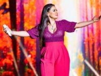 Cantora Simone faz sua estreia no YouTube!