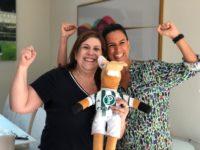 """""""Como Será?"""" : Programa visita mãe e filho que emocionaram o mundo e receberam prêmio da FIFA"""