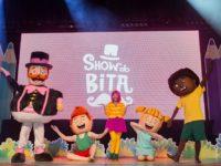 """""""Dentro do Mundo Lá Fora"""": Neste domingo no Teatro Village Mall o incentivo às brincadeiras ao ar livre num espetáculo bem legal!"""