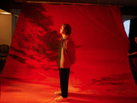 "LEWIS CAPALDI lança versão estendida do álbum ""DIVINELY UNINSPIRED TO A HELLISH EXTENT"""