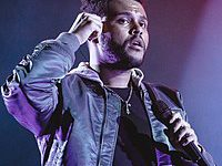 "THE WEEKND CHEGA AO TOPO DA BILLBOARD HOT 100 COM SEU NOVO SINGLE, ""HEARTLESS"""