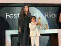 """Festival do Rio: Reginá Casé recebe o prêmio de Melhor Atriz no Festivakl do Rio pelo filme """"Três Verões"""""""