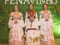 Trajes das Soberanas da 17ª Fenavinho resgatam a história e renovam a tradição da festa