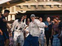 """Justin Bieber & Quavo lançam clipe beneficente para a canção """"Intentions"""""""
