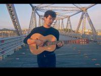 """Música: Com Clipe Intimista, Bryan Behr Lança """"Eu Te Amo"""", Em Voz E Violão"""