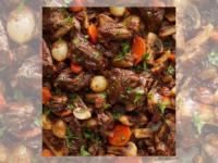 BOEUF BOURGUIGNON: Veja a sugestão de prato pro almoço em família no Dia das Mães