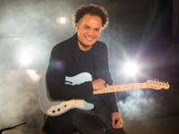 """Música: Zé Ricardo celebra 50 anos com live musical em apoio à campanha """"Juntos Pela Música"""""""