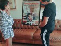 "Música: Manu Gavassi recebe single de Platina pela faixa ""Áudio de Desculpas"""