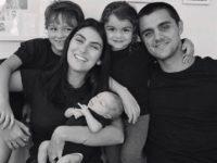 """Mariana Uhlmann, mulher de Felipe Simas, promove live em seu Instagram sobre o tema """"Quem disse que família tem um só tamanho""""?"""