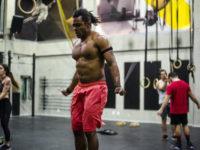 Lipo HD, que nada! Personal trainer Bruno Sapo ensina 5 exercícios para a tão sonhada 'barriga chapada'