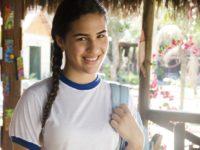 Flor do Caribe: Marizé salva Lipe de bullying na escola