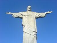 Cristo Redentor terá iluminação especial nessa terça-feira para lembrar os 176 anos da colonização germânica em Petrópolis