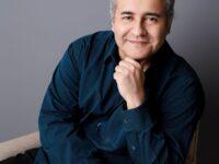 Paulo Schmidt: Morre premiado escritor vítima da Covid-19. Escritor produzia obra sobre as similaridades entre Bahia e Egito