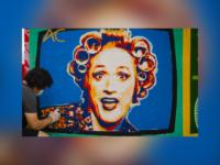 Resistência Cultural em Niterói: Painel com a personagem Dona Hermínia, de Paulo Gustavo, foi restaurado pelo artista Ipo