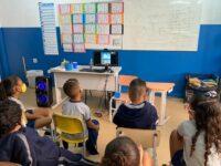 Projeto Experimente Cultura: Crianças de escolas públicas do Rio conhecerão Museu do Louvre e Metropolitan Museum of Art, de Nova York
