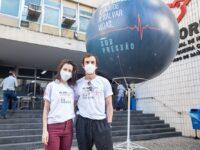 Elenco de 'Sob Pressão' marca início da campanha de doação de sangue: um gesto simples, porém extremamente importante
